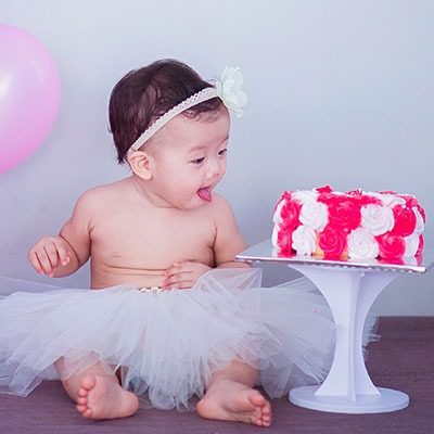 1-year-old-with-cake