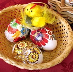 easter eggs and chicken on basket